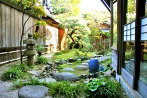 庭を眺めながらのお食事が楽しめます